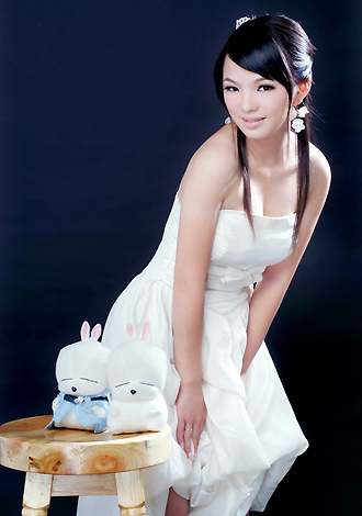 Asian bride Qi from Guilin