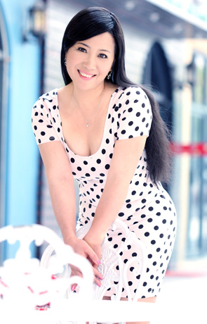 Asian bride Xiaoyan from Nanning
