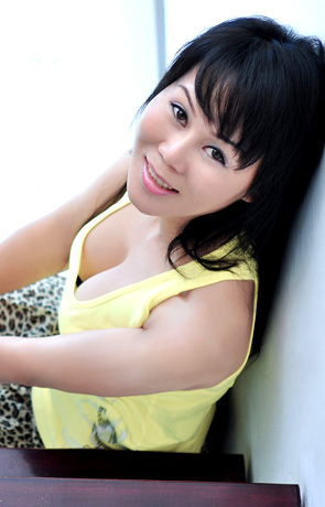 Single girl Xiaoyi 46 years old