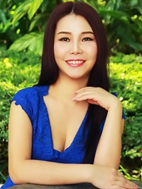 Asian Bride Zheng from Linzhou, China