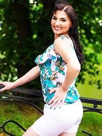 Russian Bride Olena from Chuguev, Ukraine