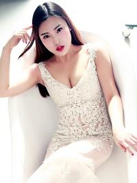 Asian woman Lianghan (Helen) from Zhengzhou, China