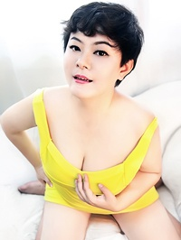 Asian woman Jinyan (Joyce) from kaifeng, China