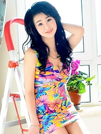 Single Qi (Emily) from Fushun, China
