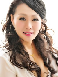 Asian Bride Fenghua (Dale) from Fushun, China