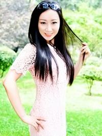 Asian woman Lucy from Fushun, China
