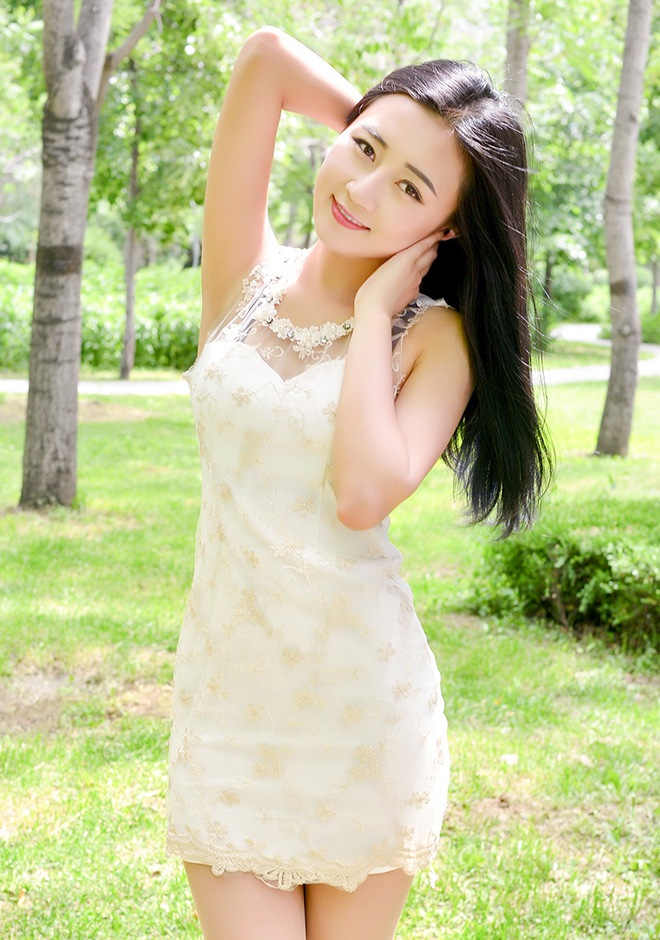 Single girl Ying (Viola) 22 years old