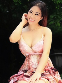 Asian woman Liping (Berry) from Shenzhen, China