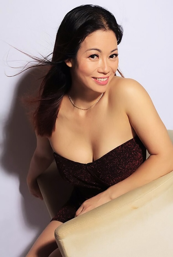 Asian bride Liping (Berry) from Shenzhen