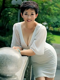 Asian woman Lingling (Linda) from Shenzhen, China