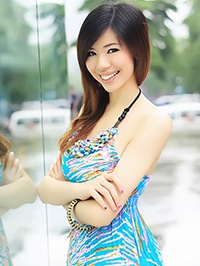 Asian woman Minqian (July) from Shenzhen, China