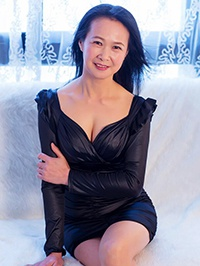Asian woman Qing (Nancy) from Shenzhen, China