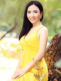 Asian woman Haiyan (Helen) from Shenzhen, China