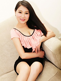 Asian woman Qiuxiang (Queenie) from Guangzhou, China