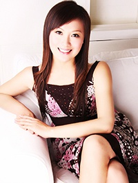 Asian woman Yunhua (Victoria) from Shenzhen, China