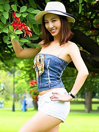 Single Wan Qian (Sissi) from Shenzhen, China