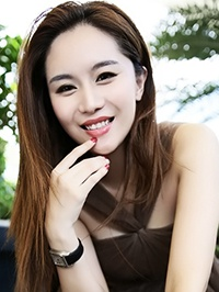 Asian woman Yan (Fiona) from Shenzhen, China