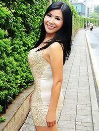 Asian woman Meiying (Queenie) from Shenzhen, China