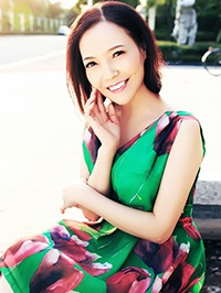 Asian woman Yingfang (Kara) from Suzhou, China