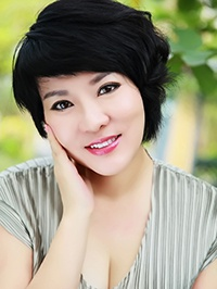 Asian woman Jingyan (Lily) from Shenzhen, China