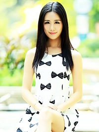 Asian woman Yuanxi (Yoly) from Maoming, China