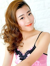 Asian woman Xinyue (Rebecca) from Suihua, China