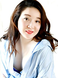 Asian woman Wenjing (Alice) from Shenyang, China