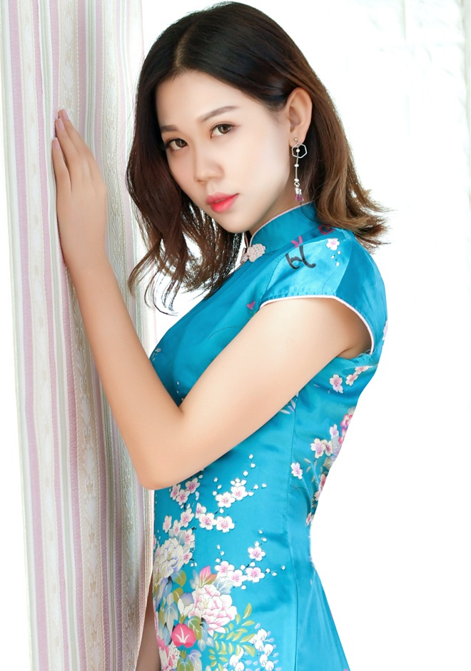 Single girl Xinwei (Joy) 22 years old