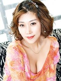 Asian woman Yong (Lisa) from Shenyang, China
