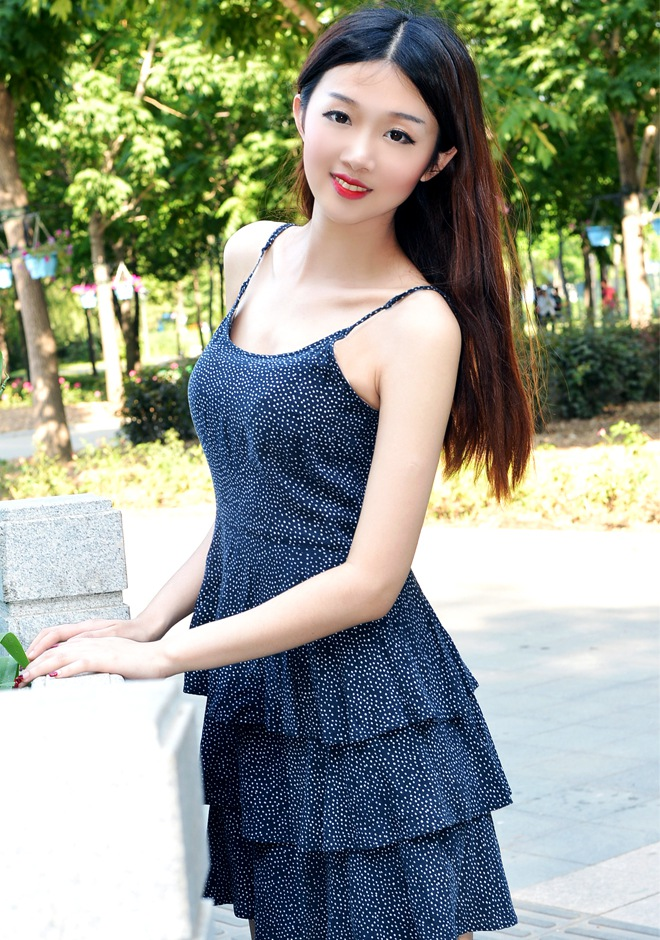 Single girl Wanqing 23 years old