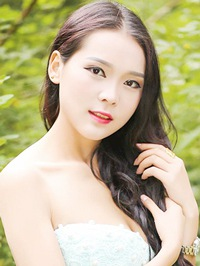 Single Shan Shan from Changsha, China