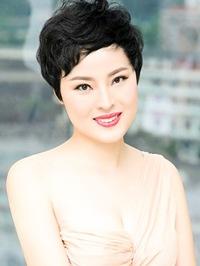 Asian woman EIaine from Guangzhou, China