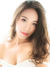 Asian woman Xiaoting (Emily) from Chongqing, China