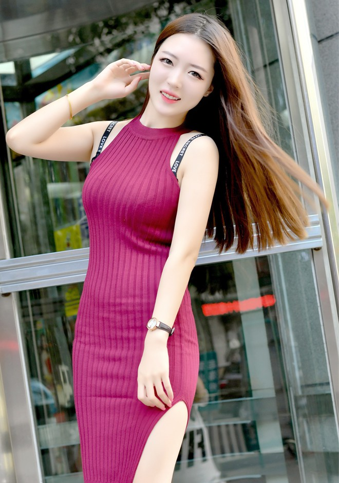 Single girl Xiaotong 23 years old
