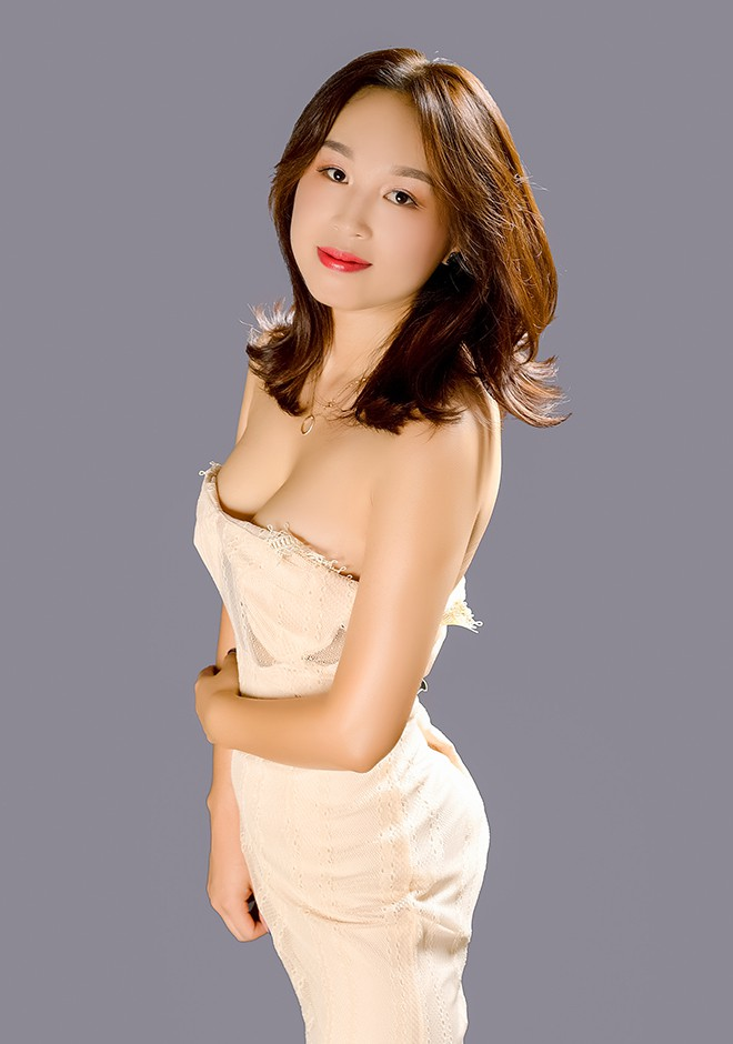 Asian bride Xin from Shenyang