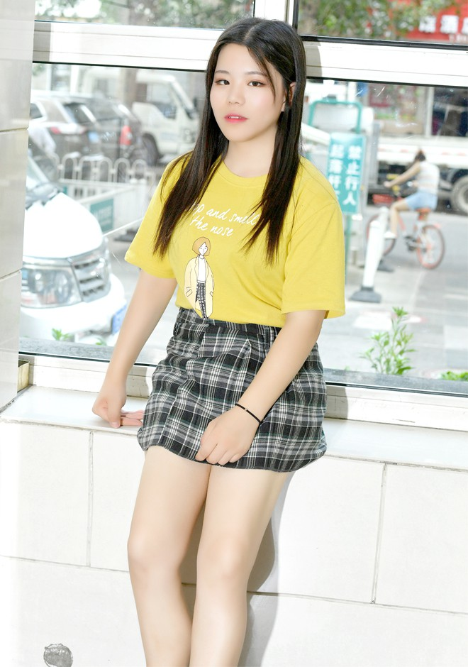 Single girl Xiuyue 21 years old