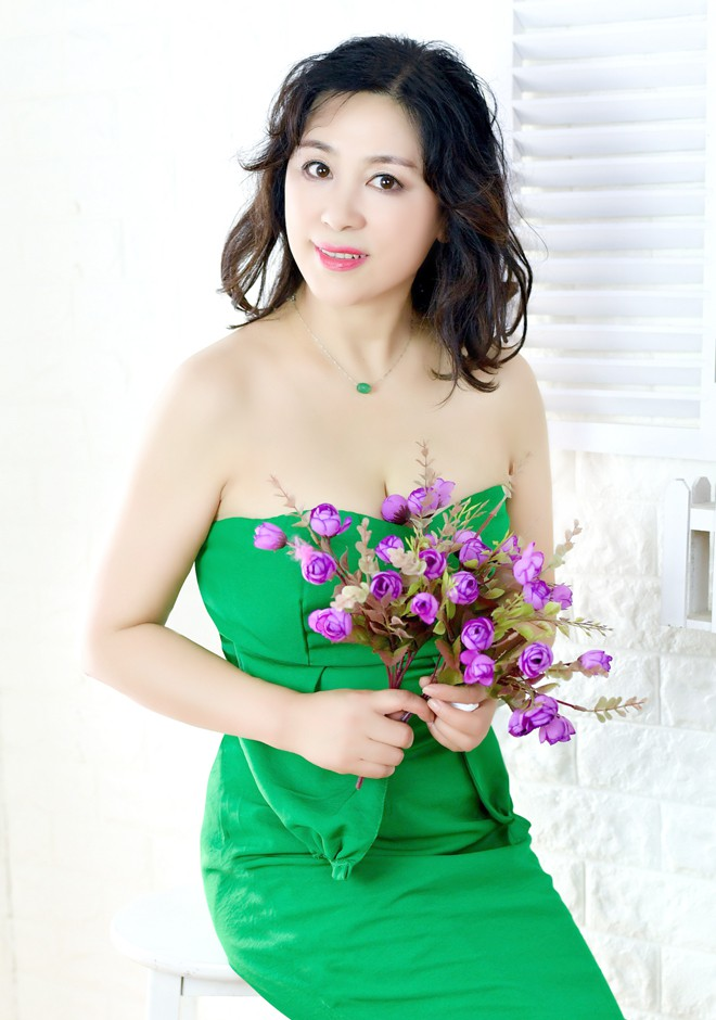 Asian bride Yuxia from Shenyang