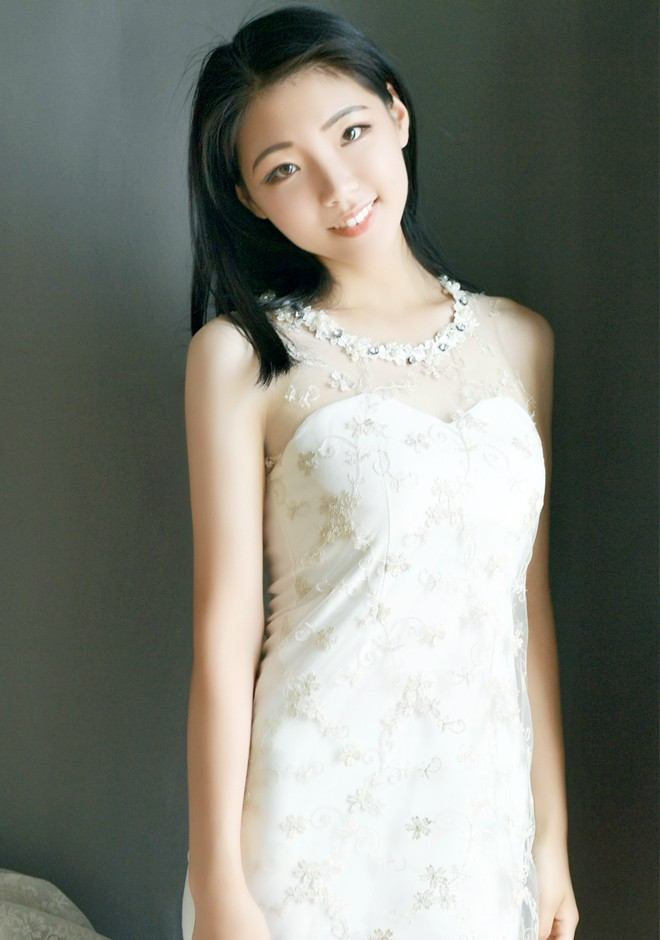 Asian bride Yan from Shenyang