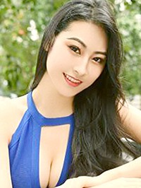 Asian woman Yutong from Shenyang, China