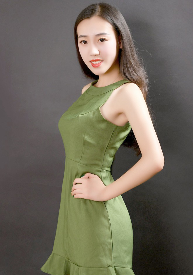 Single girl Xue 20 years old