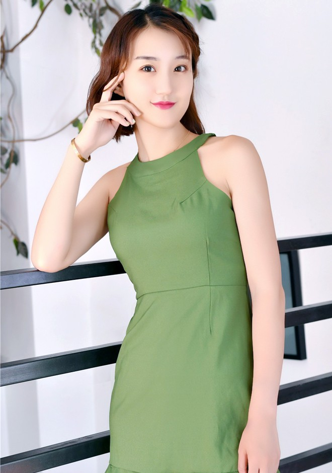 Single girl Anqi (Cassie) 23 years old