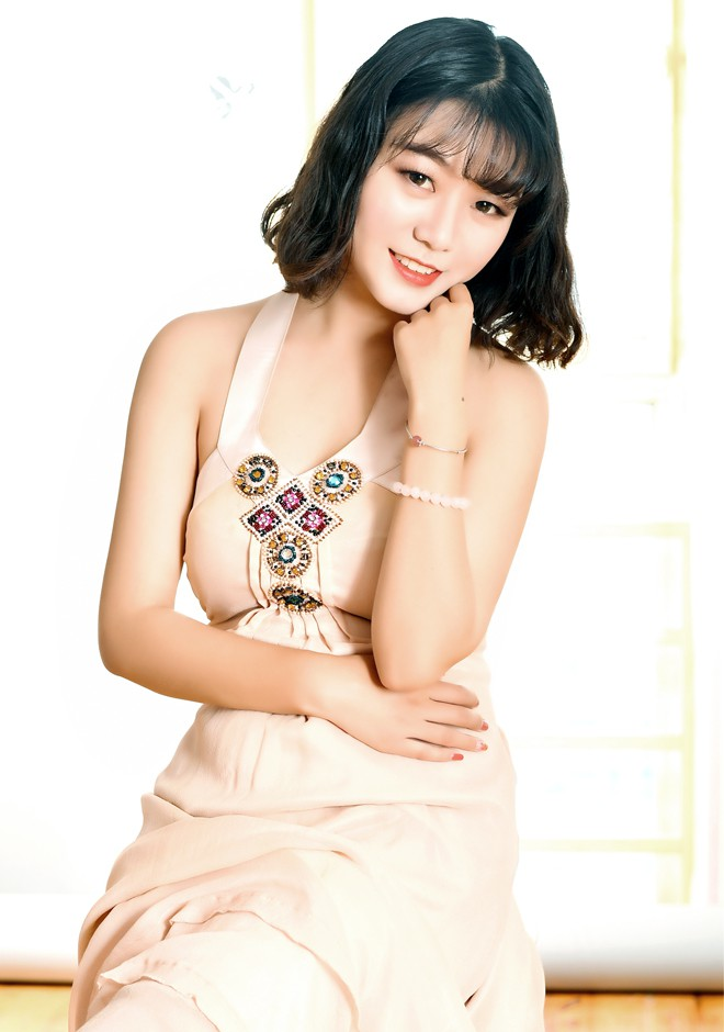 Single girl Miao 22 years old
