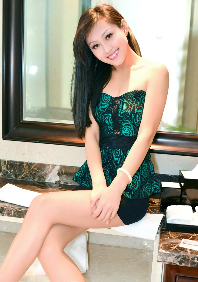 Asian bride Qinghua from Fushun