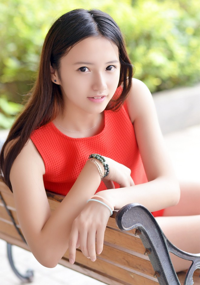 Asian bride Xiuxiang from Beijing