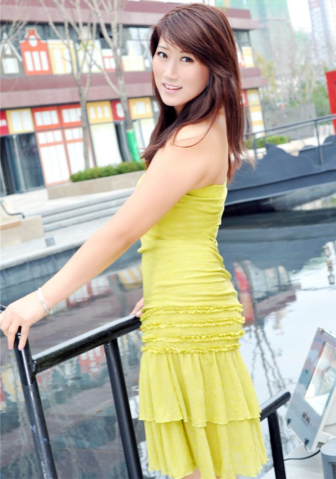 Single girl Haihong 48 years old