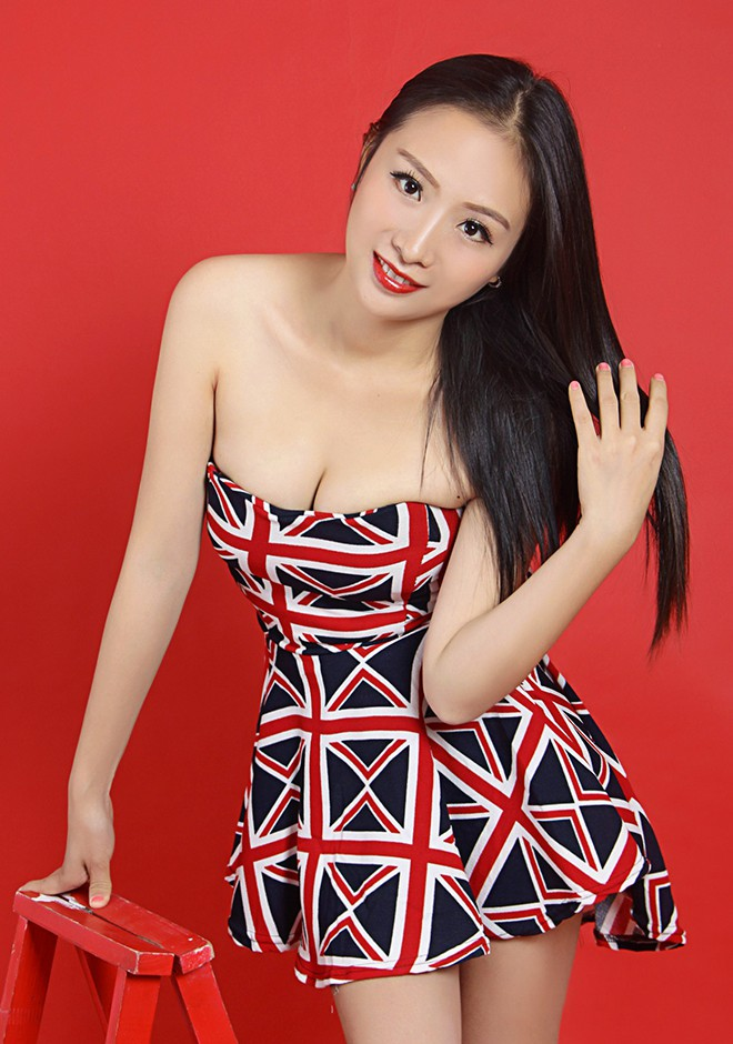 Asian bride Mena from Changsha