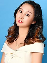 Single Dan (Lucy) from Shenyang, China