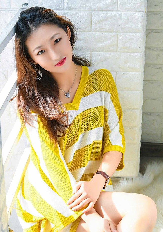 Single girl Jiaqi (Cindy) 21 years old