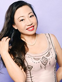 Single Yuqiu (Zoey) from Shenyang, China