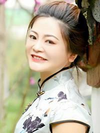 Asian woman Dan from Changsha, China